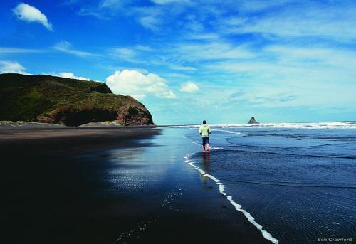 Karekare beach photo by Ben Crawford