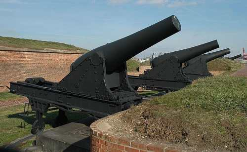 8 inch guns at Fort McHenry