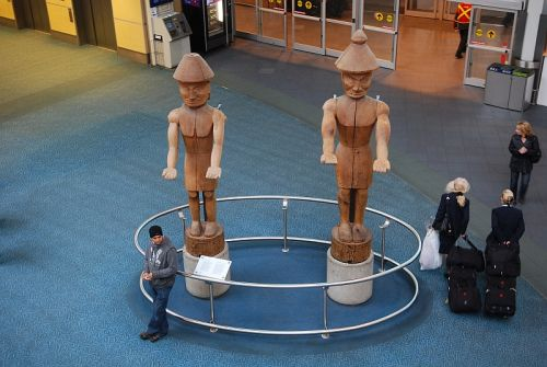 YVR, Aboriginal sculptures, photo by Mike Keenan