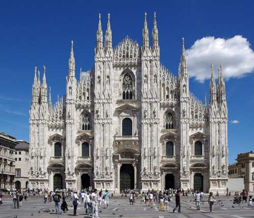 Milan (the Piazza del Duomo, with the citys stunning medieval cathedral), photo by Wikimedia Commons