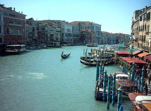 Venice (the grand canal), photo by Wikimedia Commons