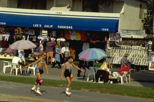 Venice Beach, skaters and stores