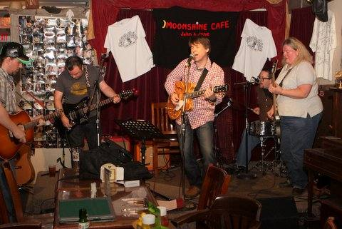 A Jam Band Keeps Things Lively - Moonshine Café