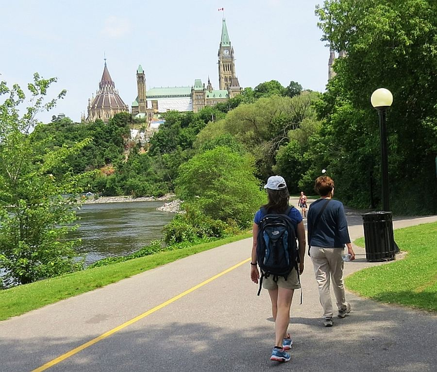 Ottawa Parkway Hikers, photo by Mike Keenan