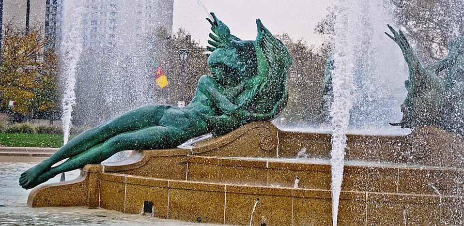 Benjamin Franklin Parkway Fountain, photo by Mike Keenan