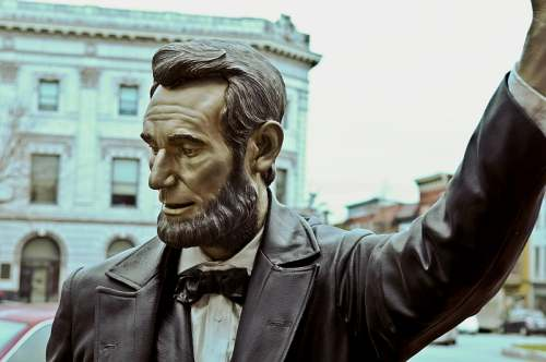 Gettysburg, PA, Lincoln Square, Abraham Lincoln statue, photo by Mike Keenan