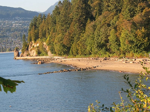 Stanley Park Sea Wall & Beach, photo by Mike Keenan
