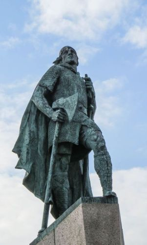 Leif Ericson statue, photo by Mike Keenan