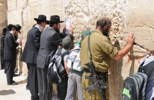 Soldier praying at Western Wall, photo by Mike Keenan